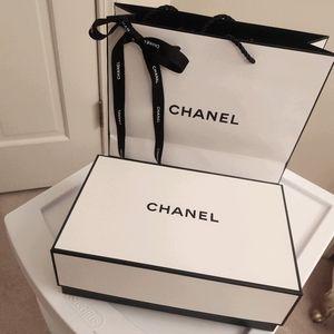 Chanel gift bag and box brand new!!